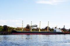 Αποβάθρα για τα φορτηγά πλοία Στοκ Εικόνα