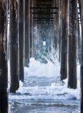 αποβάθρα κάτω από τα κύματα Στοκ φωτογραφία με δικαίωμα ελεύθερης χρήσης