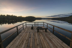Αποβάθρα και λίμνη στο ηλιοβασίλεμα Στοκ Εικόνα