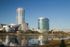 Αποβάθρα και ουρανοξύστες της πόλης Yekaterinburg στοκ φωτογραφία