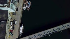 Αποβάθρα με τα σκάφη απόθεμα βίντεο