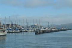 Αποβάθρα με τις βάρκες απείρου στο Σαν Φρανσίσκο Διακοπές Arquitecture ταξιδιού Στοκ Εικόνες