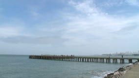Αποβάθρα με τον ορίζοντα του Σαν Φρανσίσκο στο υπόβαθρο απόθεμα βίντεο