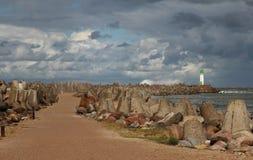 Αποβάθρα με το φάρο Στοκ φωτογραφία με δικαίωμα ελεύθερης χρήσης