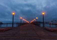 Αποβάθρα 7 που απασχολεί τον κόλπο του Σαν Φρανσίσκο πριν από τη ρωγμή της αυγής Στοκ Εικόνα