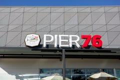 Αποβάθρα 76 σημάδι εστιατορίων στοκ εικόνα