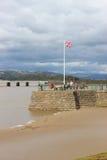Αποβάθρα Arnside με τους ανθρώπους, Arnside, Cumbria Στοκ Εικόνες