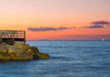 Αποβάθρα Grande μαρινών στο ηλιοβασίλεμα στην ακτή Ιταλία Σορέντο Αμάλφη Στοκ Εικόνες