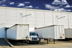 Αποβάθρες φόρτωσης αποθηκών εμπορευμάτων στοκ εικόνες με δικαίωμα ελεύθερης χρήσης
