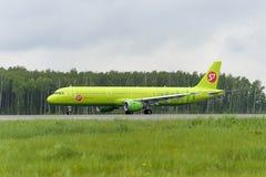Απογείωση αερογραμμών airbus A321 S7 Στοκ Εικόνες