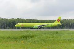 Απογείωση αερογραμμών airbus A321 S7 Στοκ εικόνες με δικαίωμα ελεύθερης χρήσης