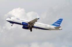 Απογείωση αεροπλάνων Jetblue Στοκ εικόνα με δικαίωμα ελεύθερης χρήσης