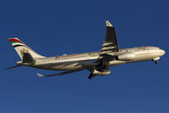 Απογείωση αεροπλάνων εναέριων διαδρόμων Etihad Στοκ Εικόνες