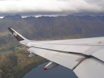 Απογείωση από Queenstown Νέα Ζηλανδία - τα βουνά Remarkables Στοκ εικόνες με δικαίωμα ελεύθερης χρήσης