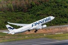 Απογείωση εναέριων διαδρόμων Finnair στον αερολιμένα Phuket Στοκ Φωτογραφία