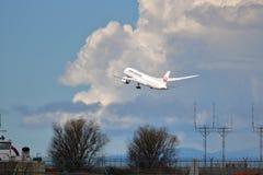 Απογείωση επιβατηγών αεροσκαφών της Ιαπωνίας Στοκ Εικόνα