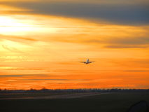 Απογείωση ηλιοβασιλέματος Στοκ Εικόνες