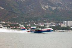 Απογείωση των αεροσκαφών από μια επιφάνεια του νερού Στοκ εικόνες με δικαίωμα ελεύθερης χρήσης