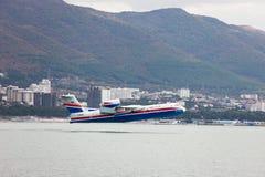 Απογείωση των αεροσκαφών από μια επιφάνεια του νερού Στοκ Εικόνες