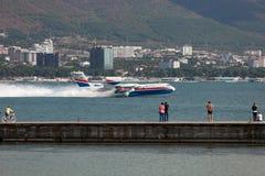 Απογείωση των αεροσκαφών από μια επιφάνεια του νερού Στοκ Εικόνα