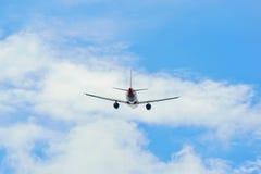 Απογείωση airbus AirAsia A320 στοκ εικόνα με δικαίωμα ελεύθερης χρήσης