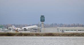 Απογείωση Jetliner επιβατών Francaise Republique Στοκ εικόνες με δικαίωμα ελεύθερης χρήσης