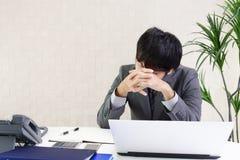 Απογοητευμένος ασιατικός επιχειρηματίας στοκ φωτογραφία με δικαίωμα ελεύθερης χρήσης