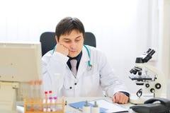 απογοητευμένο ιατρικό πορτρέτο γιατρών Στοκ εικόνα με δικαίωμα ελεύθερης χρήσης