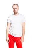Απογοητευμένο όμορφο άτομο μπλούζα που απομονώνεται στην άσπρη στο λευκό Στοκ Φωτογραφίες
