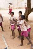 Αποδεικτική εκδοτική εικόνα Αθλητισμός παιχνιδιού παιδιών και δασκάλων στο σχολείο υπαίθριο Στοκ φωτογραφίες με δικαίωμα ελεύθερης χρήσης