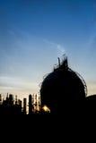Αποθήκευση δεξαμενών αερίου σφαιρών σκιαγραφιών Στοκ εικόνα με δικαίωμα ελεύθερης χρήσης