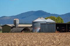 Αποθήκευση και υπόστεγα σιταριού σε ένα αγρόκτημα στοκ εικόνα