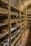 Αποθήκευση τυριών scamorza caciocavallo ε Pecorino στοκ εικόνες