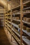 Αποθήκευση τυριών scamorza ricotta ε caciocavallo Pecorino στοκ φωτογραφία με δικαίωμα ελεύθερης χρήσης