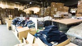 Αποθήκη εμπορευμάτων Κατάστημα αποθήκη η αίθουσα κονσερβοποιεί την επιχείρηση αποθεμάτων Στοκ Φωτογραφίες