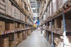 Αποθήκη εμπορευμάτων με τα αγαθά στοκ εικόνα