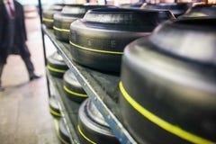 Αποθήκη εμπορευμάτων με το κομμάτι προς κατεργασία των ροδών αυτοκινήτων στο εργοστάσιο Στοκ Φωτογραφία