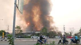 Αποθήκη εμπορευμάτων στην πυρκαγιά απόθεμα βίντεο