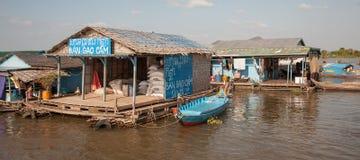 Αποθήκη εμπορευμάτων στη λίμνη σφρίγους Tonle νερού Στοκ Εικόνες