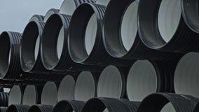 Αποθήκη εμπορευμάτων της τελειωμένης πλαστικής περιοχής αποθήκευσης σωλήνων βιομηχανικής υπαίθρια Κατασκευή του πλαστικού εργοστα απόθεμα βίντεο