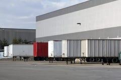 αποθήκη εμπορευμάτων φόρτωσης αποβαθρών Στοκ Φωτογραφίες