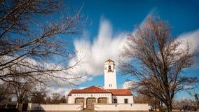 Αποθήκη Locan για τα trais με τα σύννεφα κινήσεων blurr Στοκ φωτογραφία με δικαίωμα ελεύθερης χρήσης