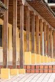 Αποικιακές ξύλινες στήλες ύφους Στοκ εικόνα με δικαίωμα ελεύθερης χρήσης