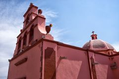 Αποικιακή εκκλησία σε Bernal, Μεξικό Στοκ Εικόνες