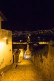 Αποικιακοί architecure και φωτεινός σηματοδότης σε Cusco τη νύχτα, Περού Στοκ Εικόνες