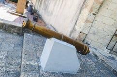 Αποικιακό πυροβόλο στην είσοδο της πύλης Conde στην αποικιακή ζώνη Santo Domingo στοκ εικόνες με δικαίωμα ελεύθερης χρήσης