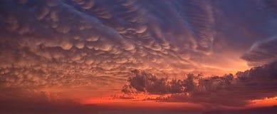 Αποκαλυπτικά σύννεφα στον ουρανό Στοκ Εικόνα