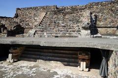 Αποκατεστημένη λεπτομέρεια σκαλών μια από τις μικρότερες πυραμίδες archeological σε σύνθετο Teotihuacan Μεξικό Στοκ φωτογραφία με δικαίωμα ελεύθερης χρήσης