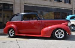Αποκατεστημένο 1937 αποκατεστημένο κόκκινο και μαύρο Chevy Στοκ Εικόνες