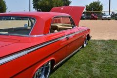 Αποκατεστημένο το 1962 κόκκινο Chevy Impala Στοκ φωτογραφίες με δικαίωμα ελεύθερης χρήσης